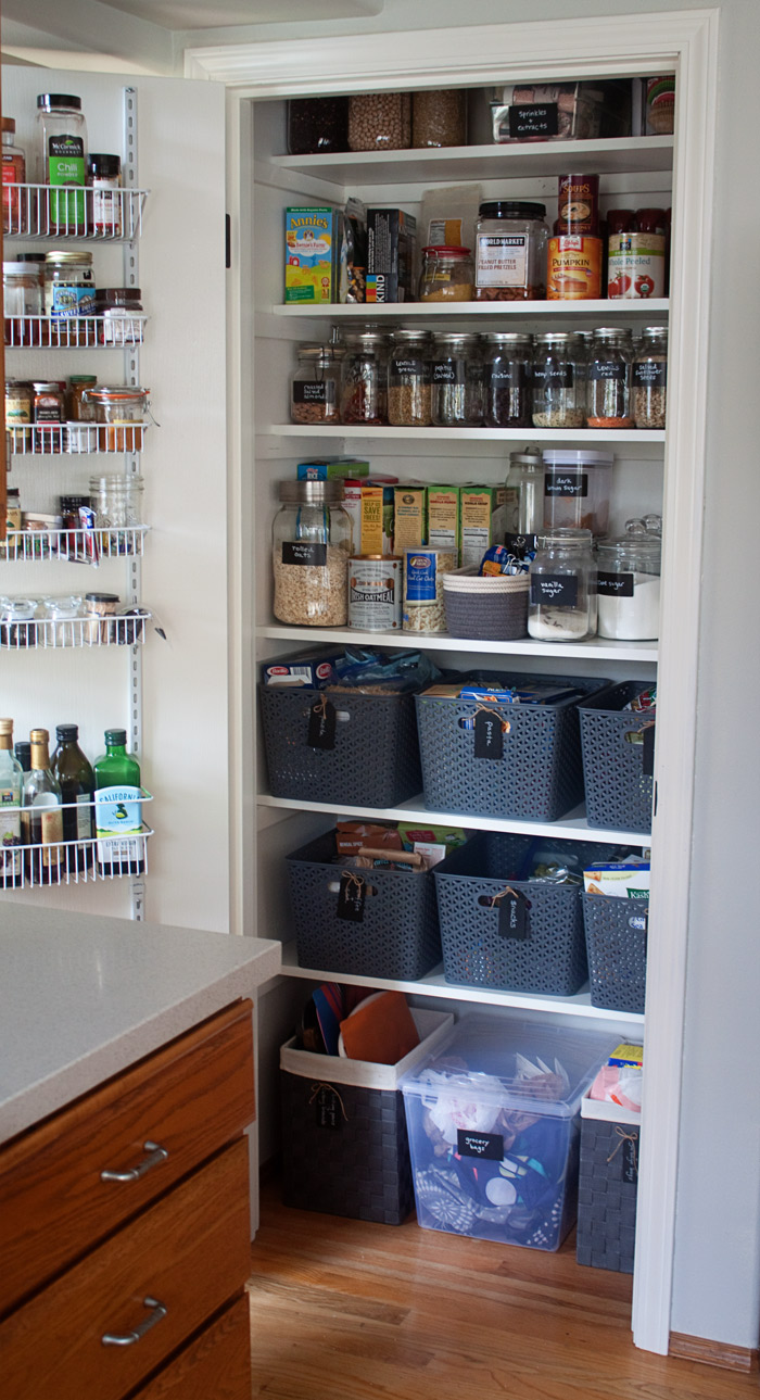 organizing-a-small-pantry
