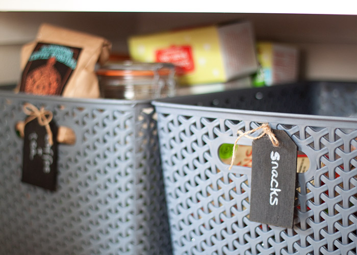 pantry-organization-baskets-chalkboard-tags