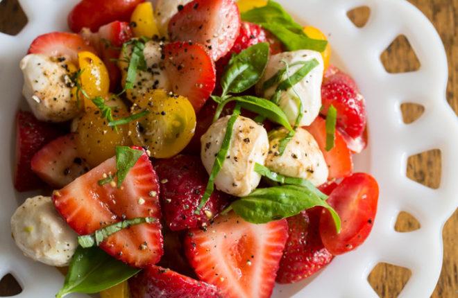 strawberry-caprese-saladsq