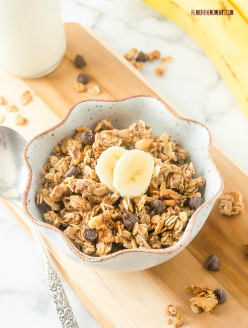 banana-chocolate-chip-granola