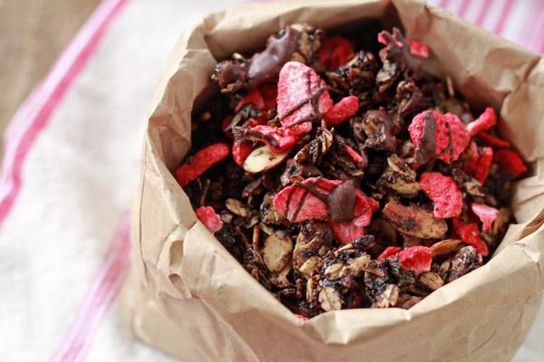 chocolate_covered_strawberry_granola_2