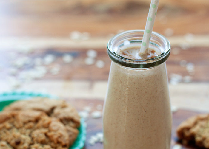 Oatmeal Cookie Smoothie recipe - A delicious dairy-free and protein-rich smoothie that tastes just like an oatmeal cookie! Vegan.