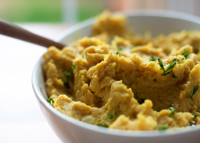Golden Mashed Potatoes recipe - A vegan mashed potato recipe flavored with turmeric, cumin, and garlic. So easy and so full of flavor that I'm pretty sure you'll be fighting the carnivores for 'em. #veganmashedpotatoes #turmeric #veganthanksgiving