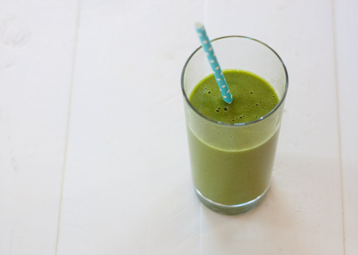 4-Ingredient Super Drinkable Mango Green Smoothie recipe! Do green smoothies scare you? Have you had too many bad-tasting, off-putting, strange ones? Well, this one is the most drinkable I've found – sweet, refreshing, hydrating, and supremely drinkable. Plus it boasts super-short list of ingredients. Win!