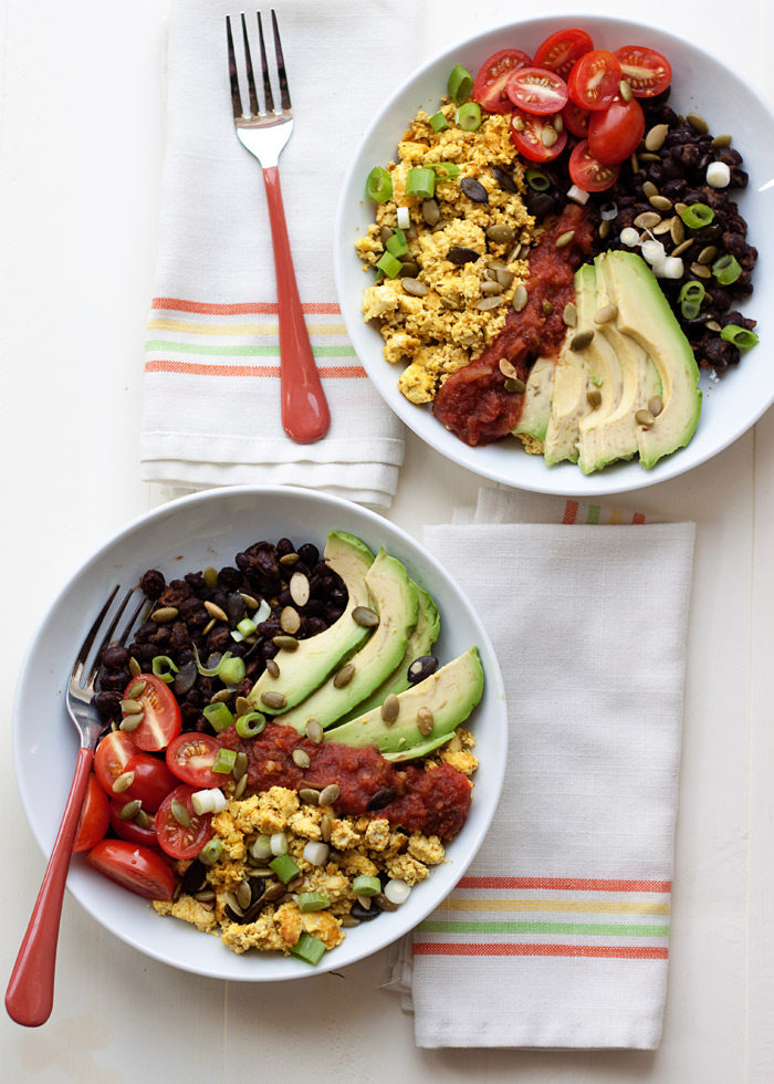 Plant Protein Power Breakfast Bowls - With over 20 grams of protein and 12 grams of fiber per serving, this breakfast keeps me full for HOURS. Plus, it's delicious and perfect for prepping ahead. Love this breakfast recipe! Vegan and gluten-free.