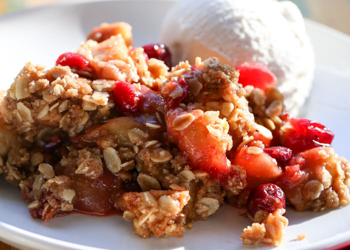 Vegan Apple Cranberry Crisp recipe - Sweet apples, tart cranberries, a kiss of vanilla and cinnamon ... perfection. This festive yet simple dessert is a total crowd-pleaser, vegan or otherwise.