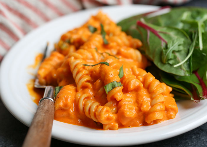 Creamy Vegan Roasted Red Pepper Pasta - Got 20 minutes? Then you've got dinner! An impossibly creamy, full-of-flavor sauce coats pasta for this awesomely easy pasta dish that'll please vegans and carnivores alike.