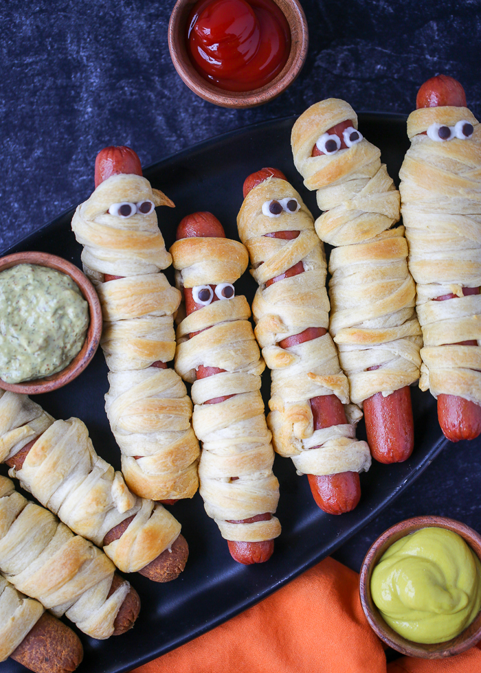 Quick & Easy Mummy Hot Dogs (Two Ways!) When both vegetarians and meat-eaters are at the Halloween party, what'll feed both? Mummy dogs, that's what! Wrap up both veggie dogs and classic hot dogs and everyone's happy.