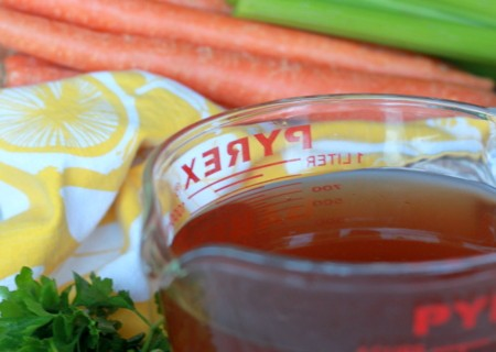 Easy Vegetable Broth from Veggie Scraps