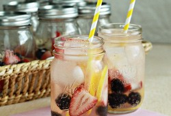 Individual White Berry Lemon Sangrias (Yes, Sangria in a Jar!)