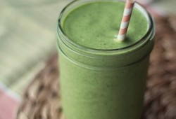 Vegan Mango-Coconut Green Smoothie